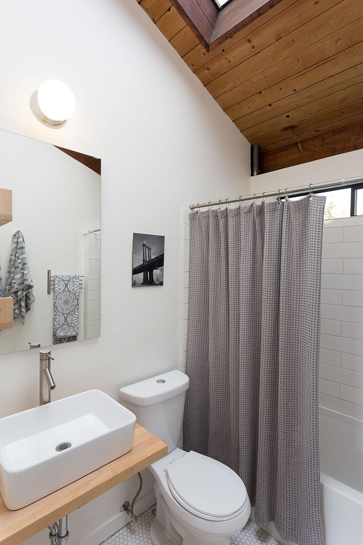 22 bath d.jpg