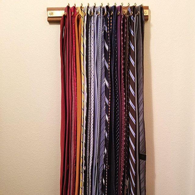 An easy (and pretty) way to store ties! Just a simple tie rack and a little ROYGBIV 🌈 👔💯 ⠀ .⠀ #roygbiv #closetorganization #tieorganization #tiestorage #homeorganization #homeorganizing #homeorganizer #austinorganizer #professionalorganizer #simplicity #simplehome