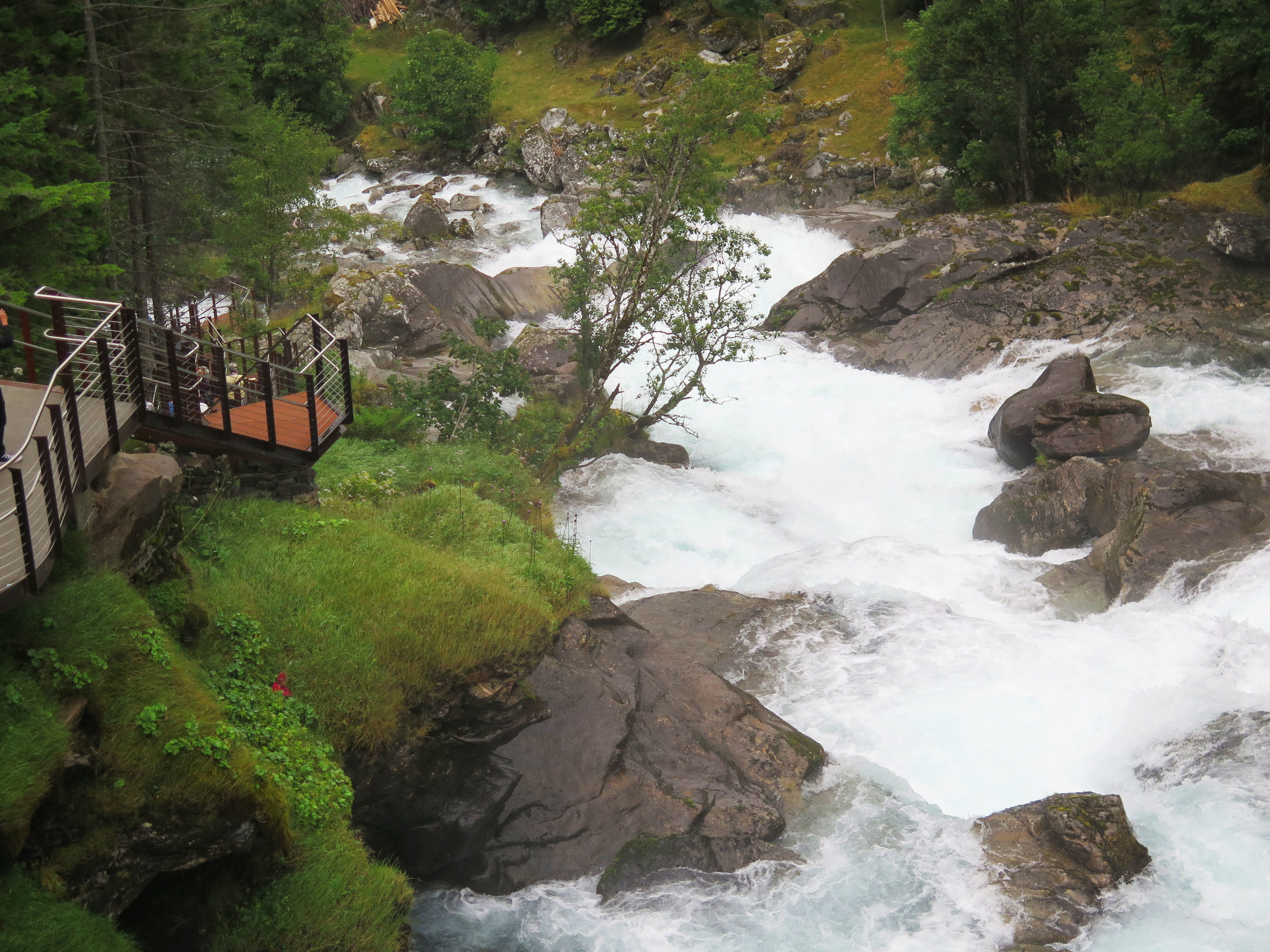 the mountain river that feeds to fjord