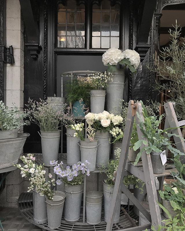One of my favorite Flower shop #flowershop #cute #corner #flower