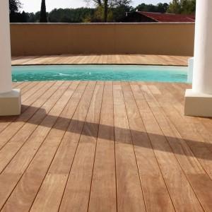 lames-terrasse-bois-dur-piscine.jpg