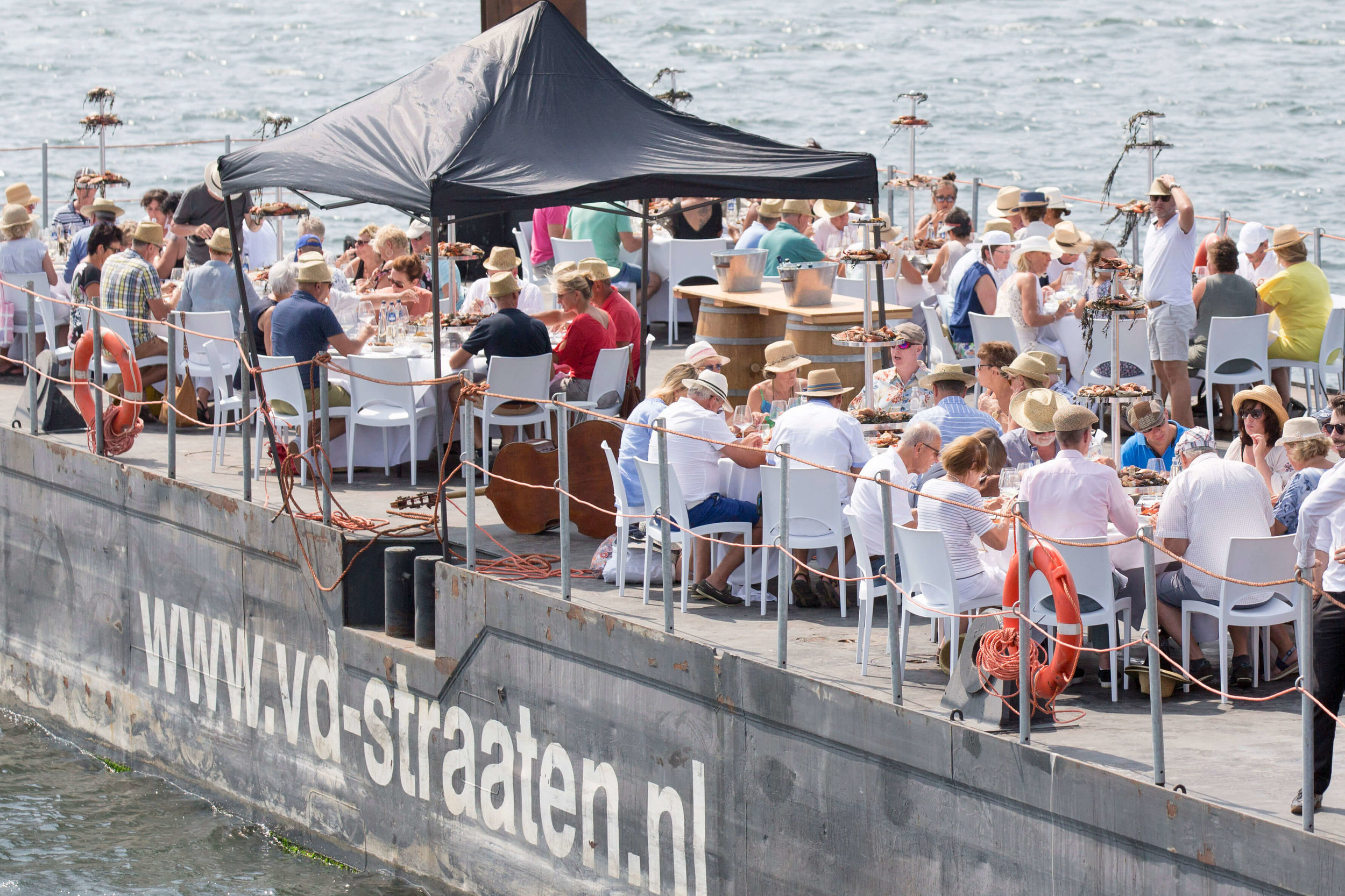 JvdH Katse Veer eten op ponton -90.jpg