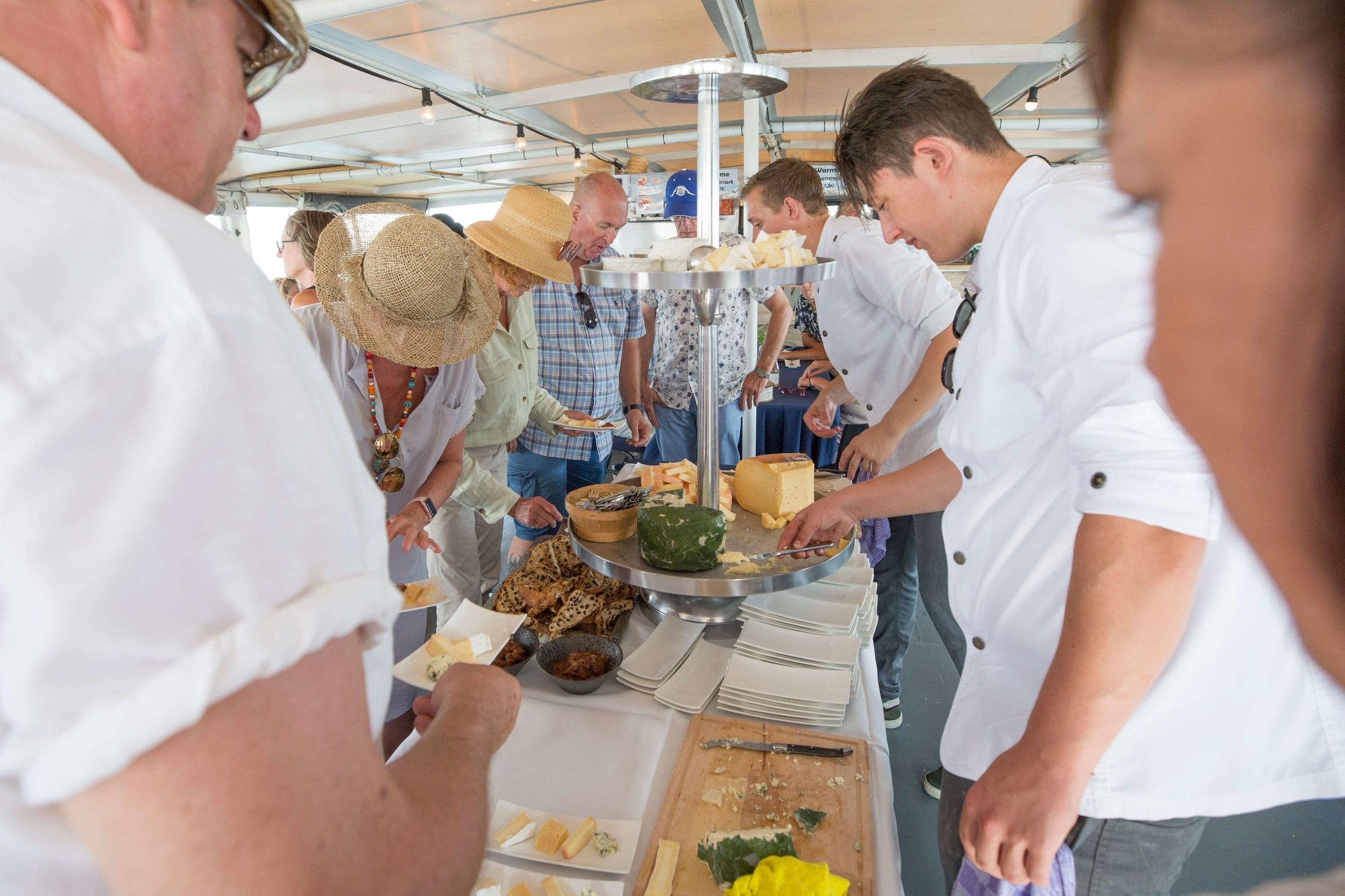 JvdH Katse Veer eten op ponton -106.jpg