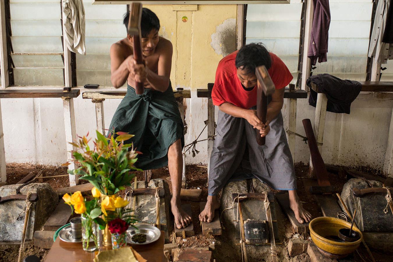 L'atelier-des-Battioro-en-Birmanie.