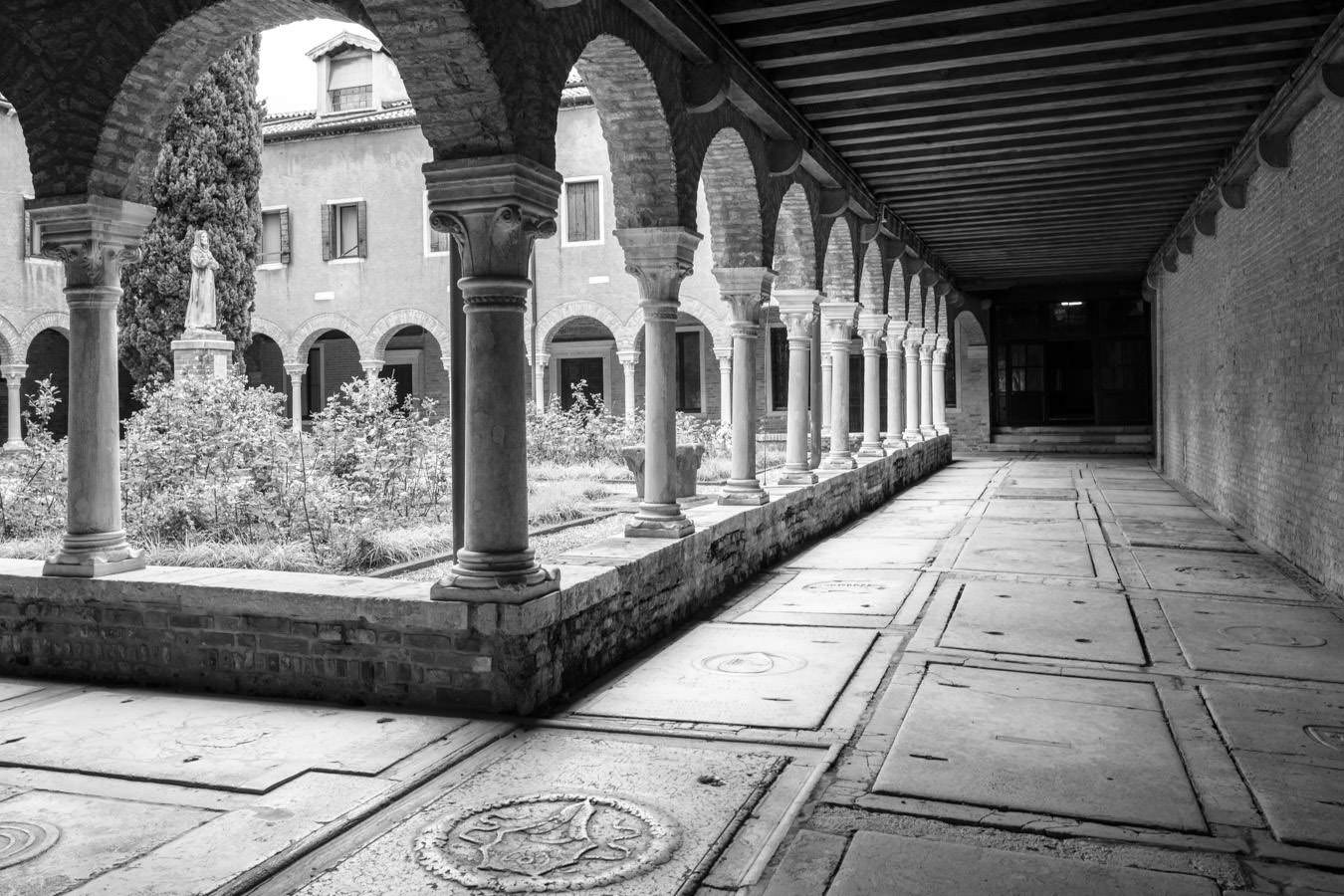 The-cloister-of-San-Francesco-della-Vigna