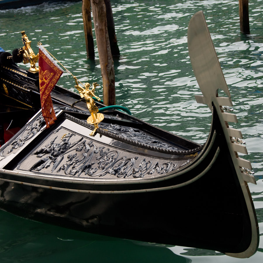 Les décorations gravées sur la gondole