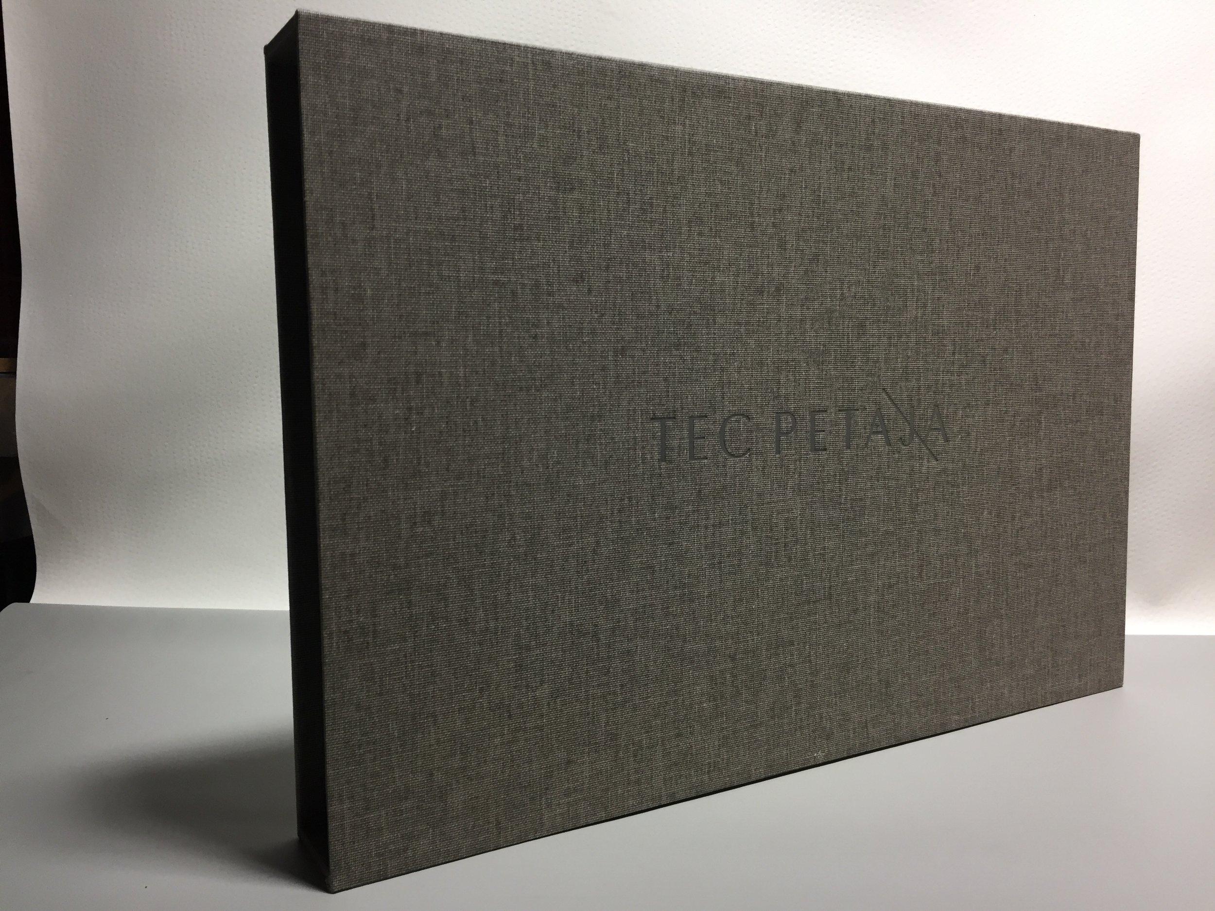 Mullenberg-Designs_Slipcase_02.JPG