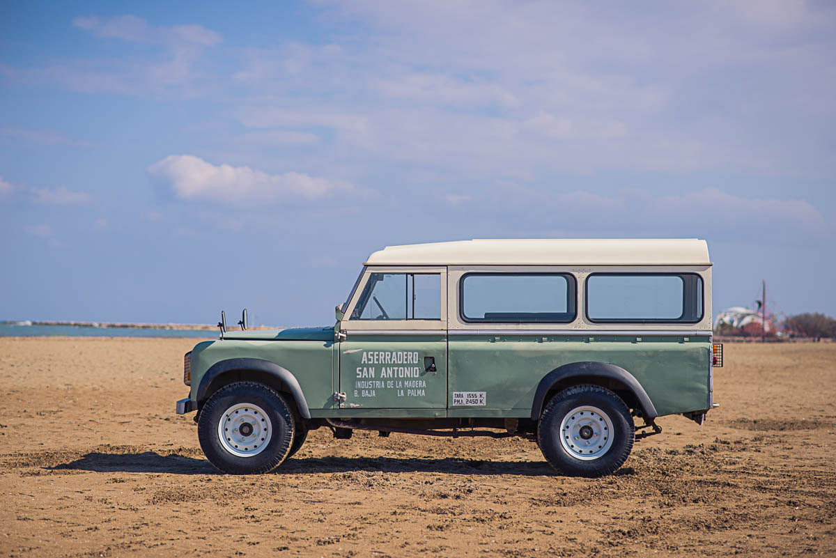land_rover_109_left_1.jpg