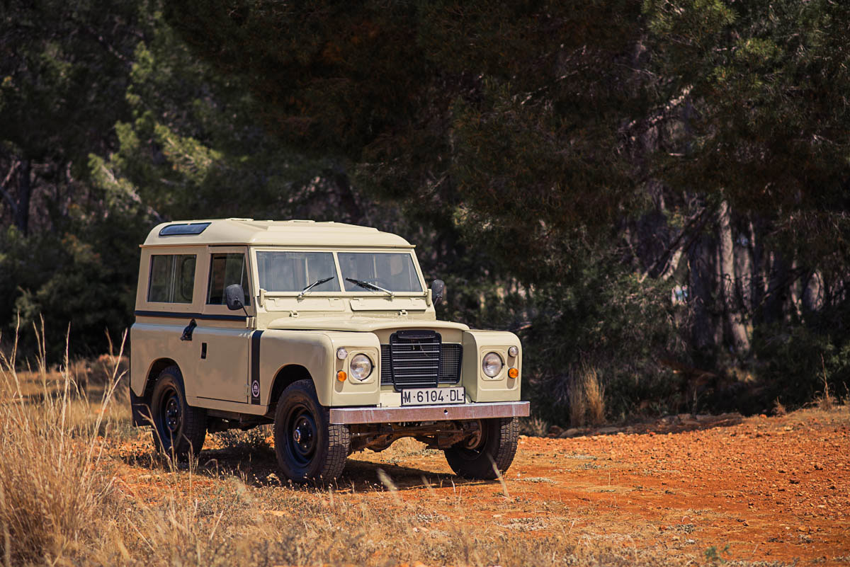 bw_landrover_right_front_2.jpg
