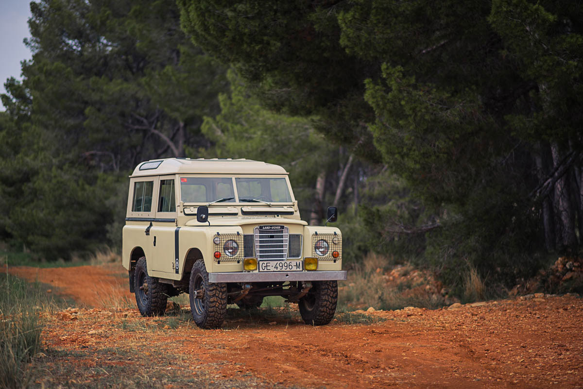 land_rover_88_right_front_3.jpg
