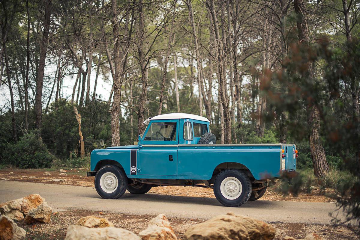land_rover_pickup_left_rear_1.jpg