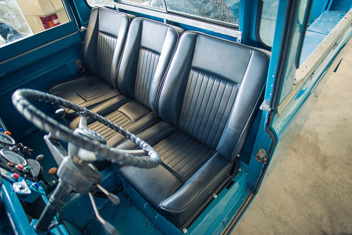 land_rover_pickup_interior_1.jpg