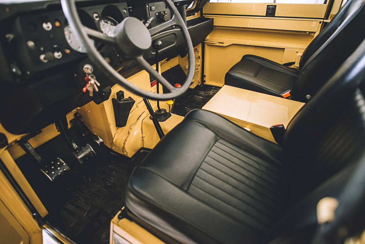 land_rover_109_interior_4.jpg