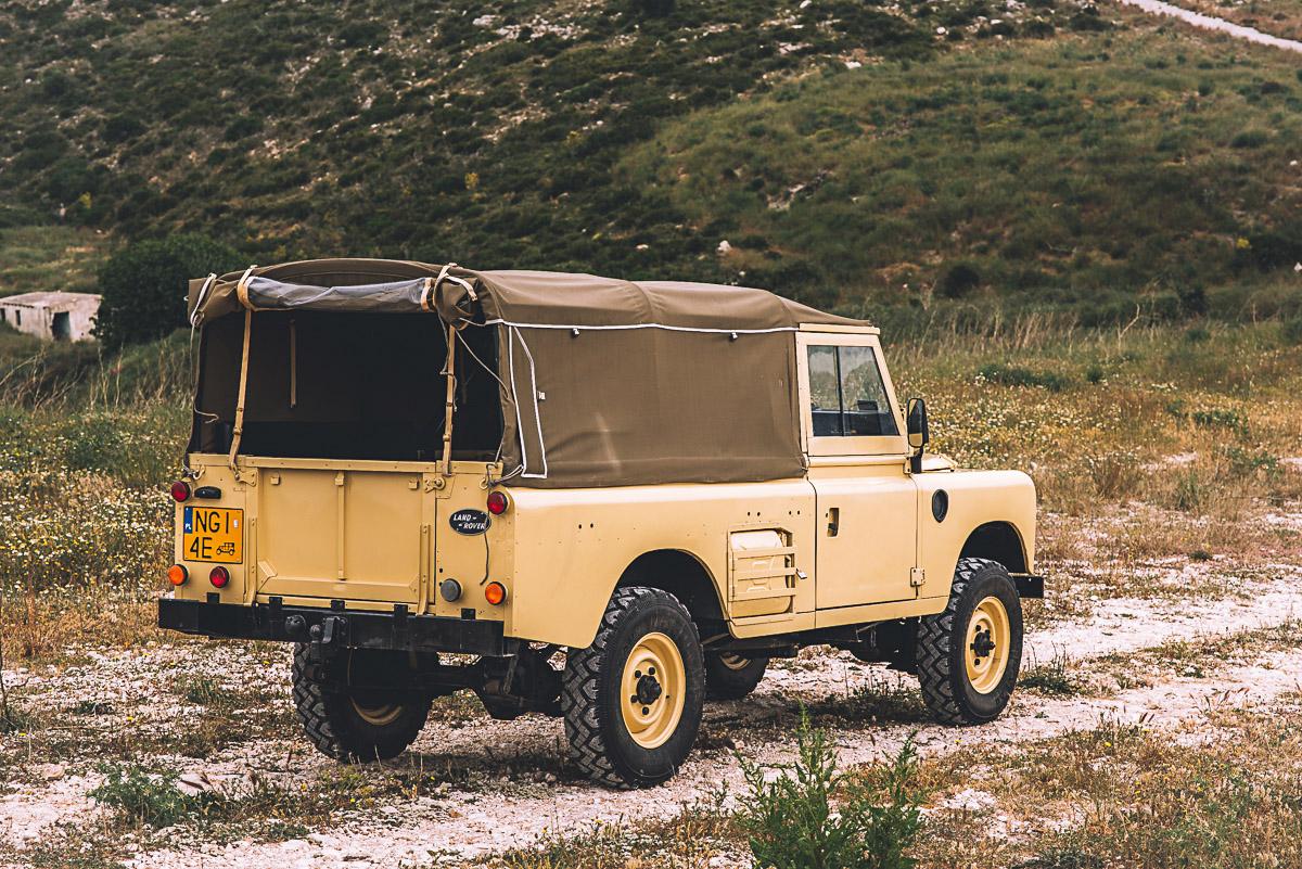land_rover_109_right_rear_6.jpg