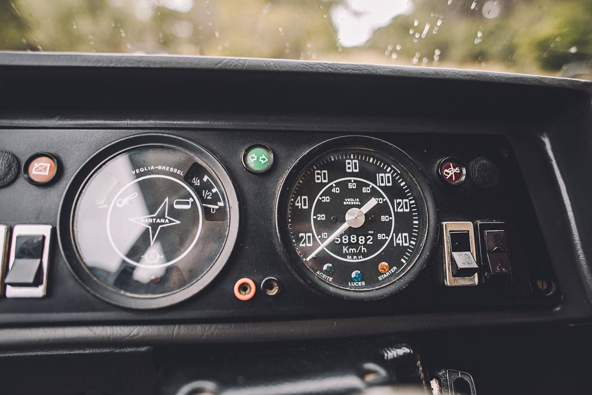 land_rover_109_interior_6.jpg