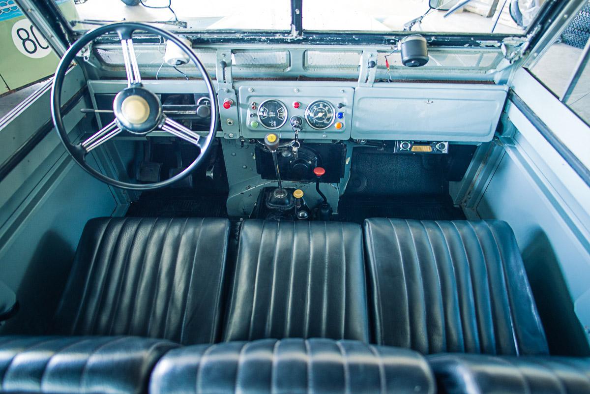 land_rover_sIIa_interior_1.jpg