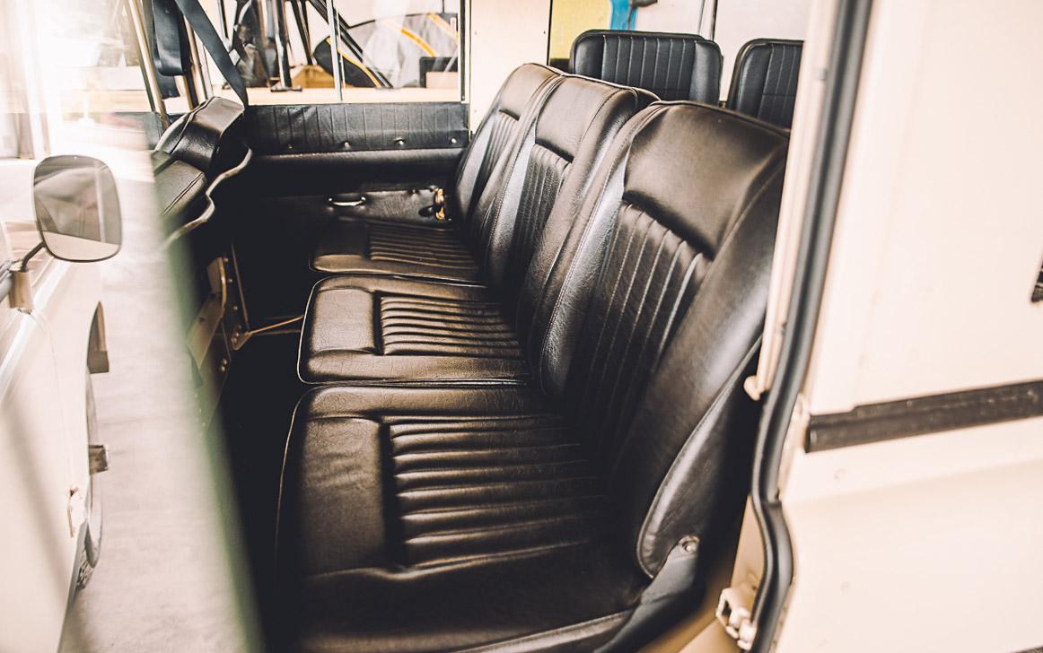 landrover_109_seats_rear_1.jpg