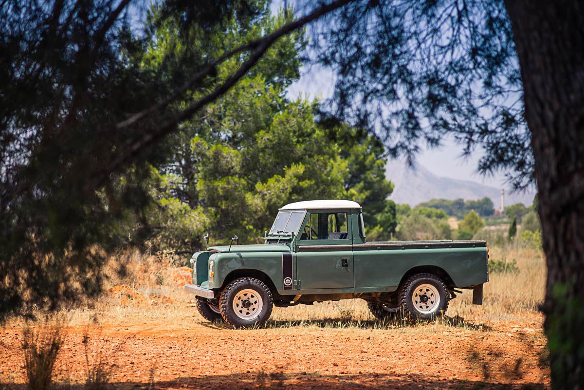 landrover_pickup_left_3.jpg