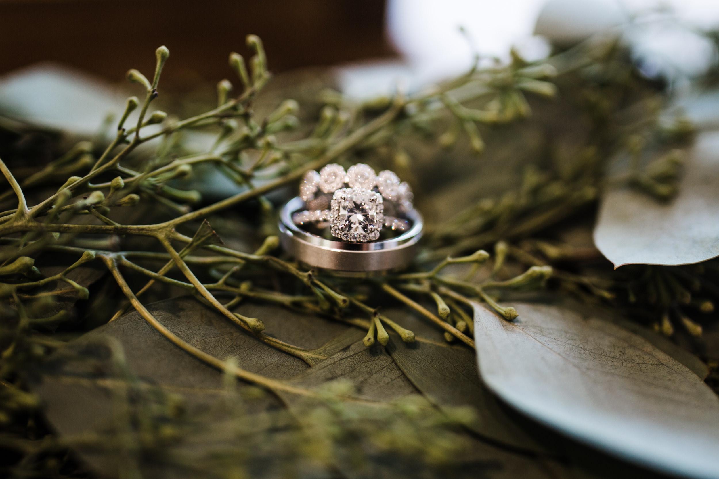 Colorado mountain wedding photographer at Brookeside Gardens detail of wedding rings