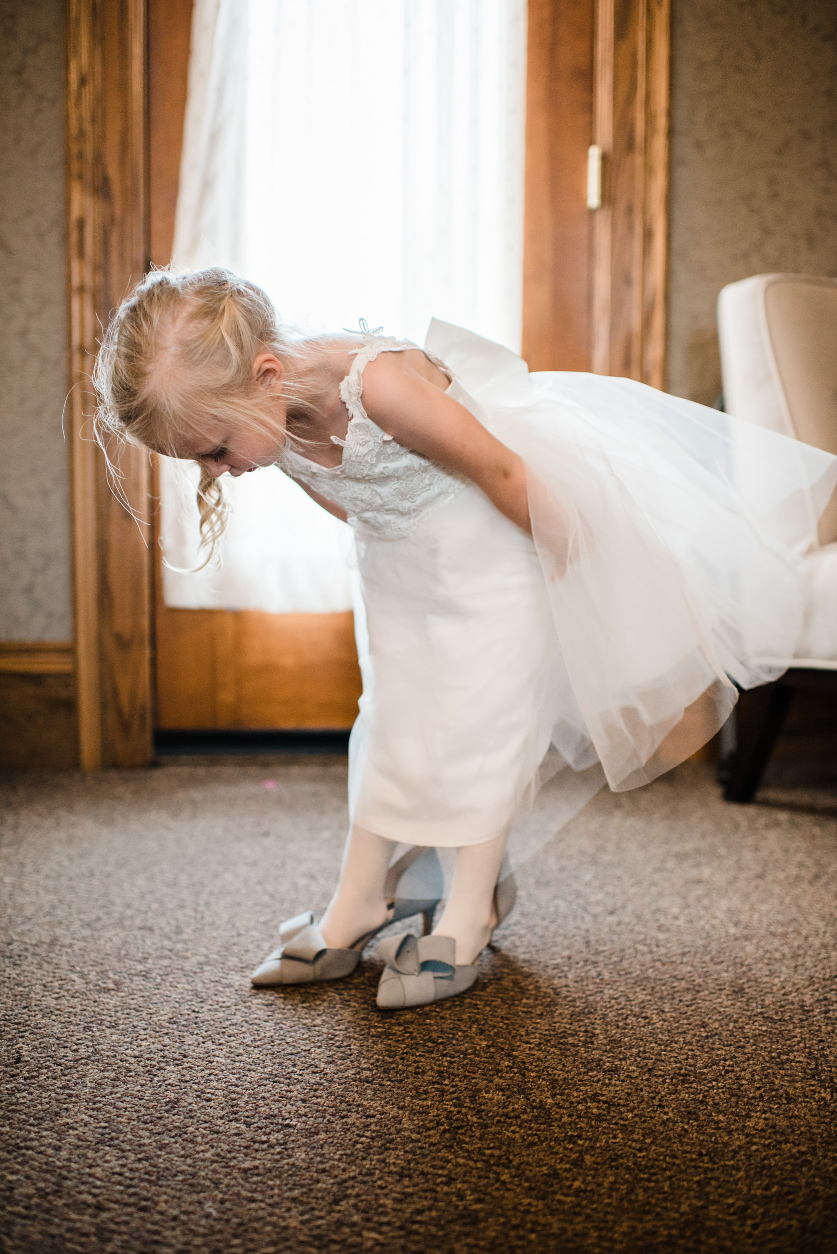 Colorado mountain wedding photographer at Brookeside Gardens with flower girl getting ready.