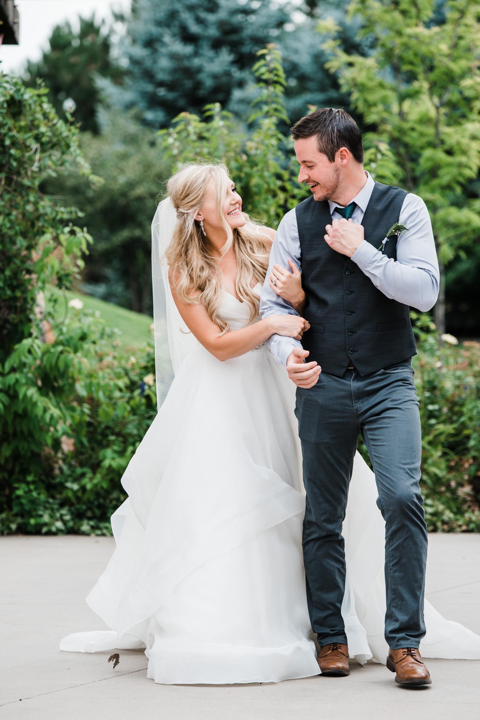 Colorado mountain wedding photographer at Brookeside Gardens wedding ceremony