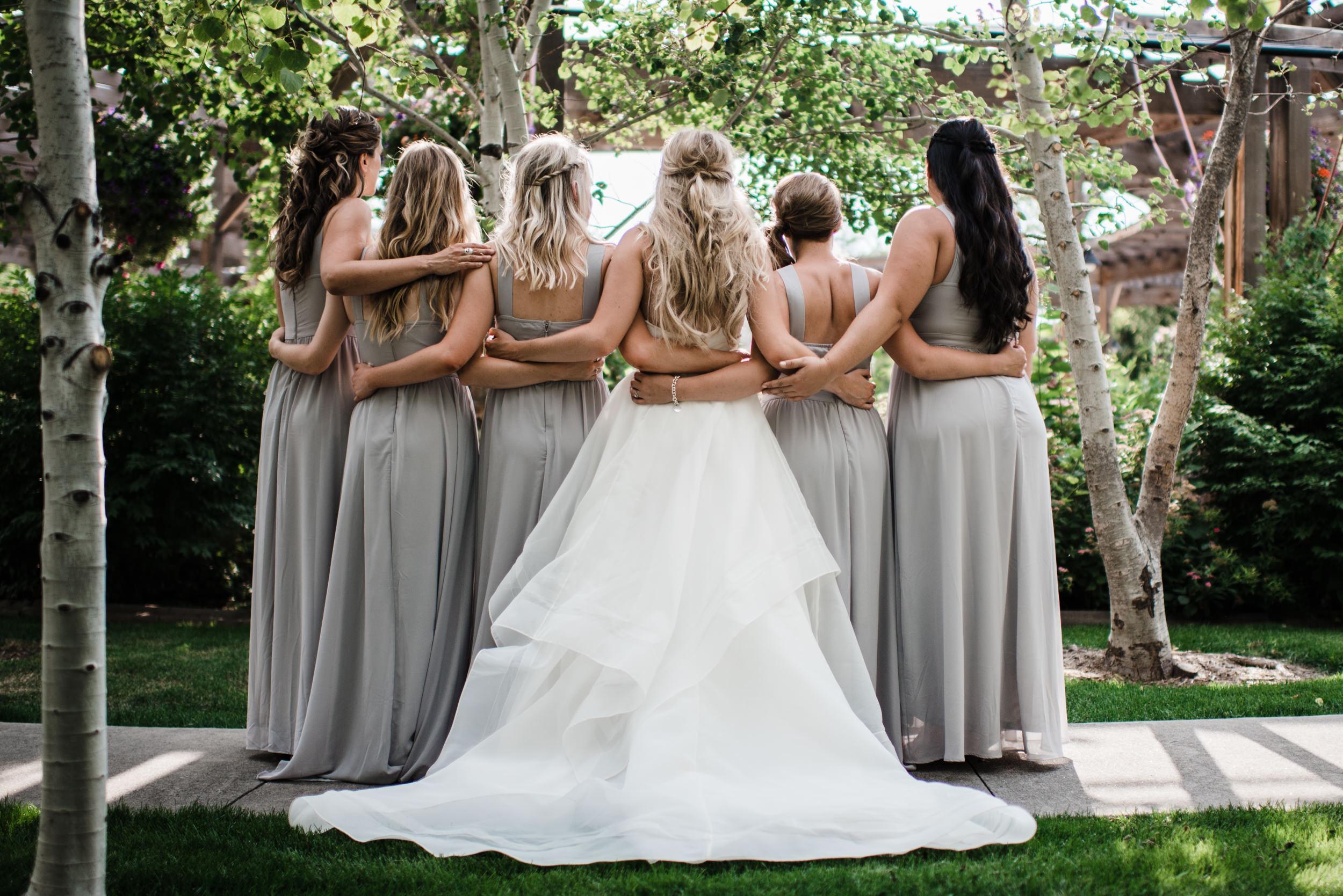 Colorado mountain wedding photographer at Brookeside Gardens wedding party pictures