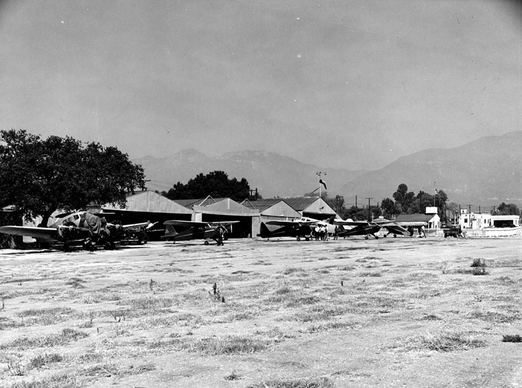 Airport-Aviation-Field.-To-the-right-is-a-food-stand-Aerodrome-owned-by-the-McDonald-Brothers-and-was-the-first-McDonalds.jpg