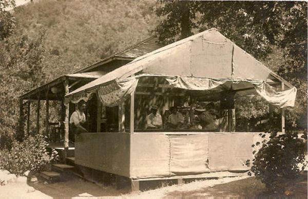 1910_sm_lizzies.jpg