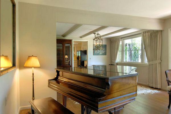 1115_monteverde_piano.jpg