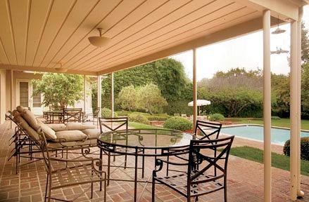 1032_singingwood_patio.jpg