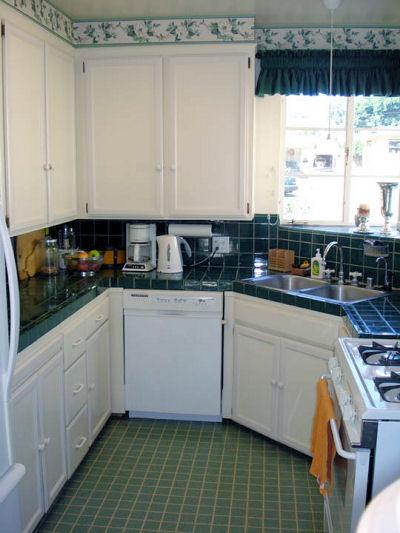 1810_kitchen.jpg