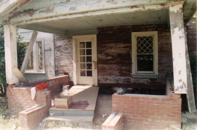 400_farmhouse_porch_before.jpg
