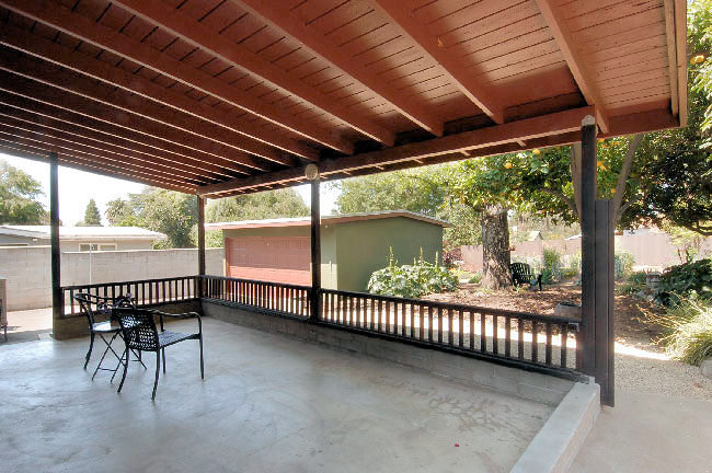 2955_marengo_patio.jpg