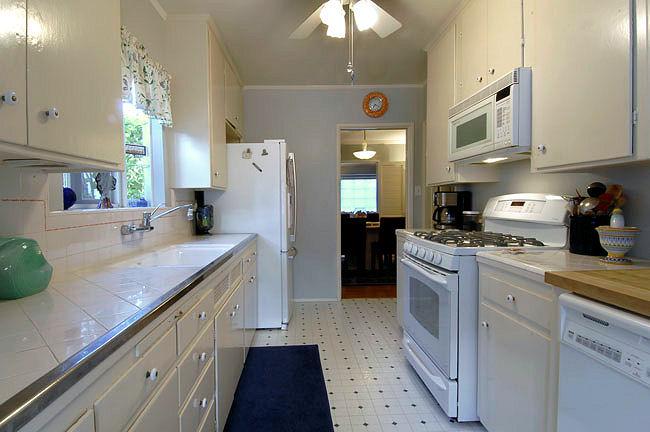 1727grandoaks_kitchen.jpg