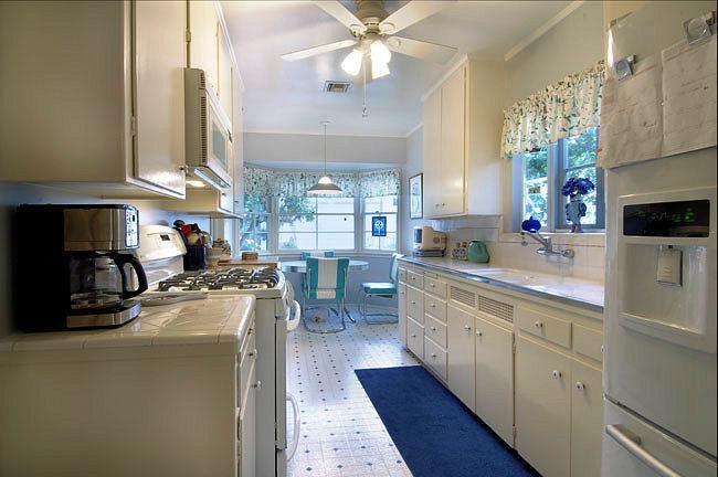 1727grandoaks_kitchen3.jpg