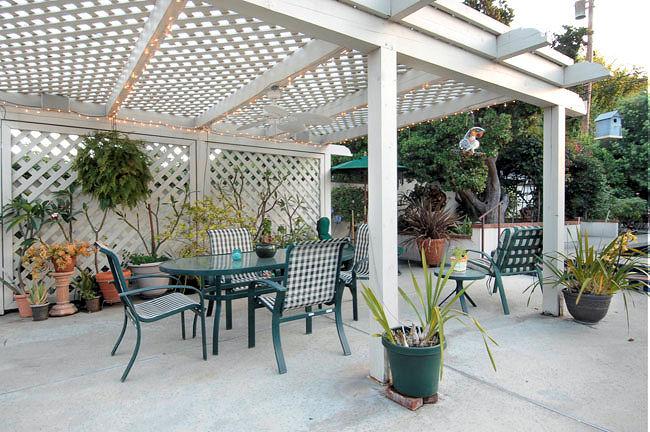 1727grandoaks_patio.jpg