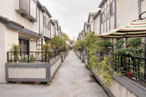 1814_8th_patio.jpg