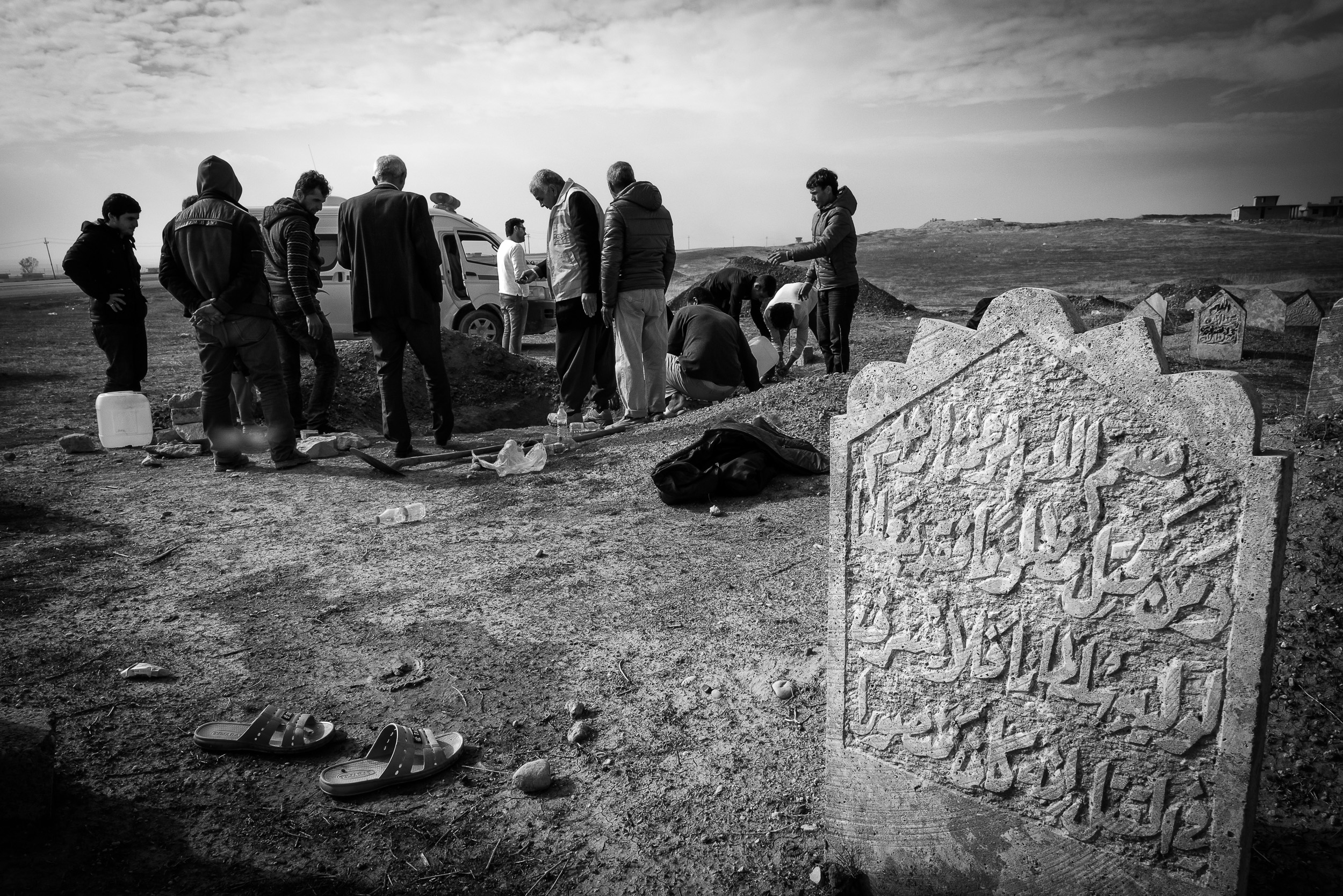Mosul/Erbil, Irak. Januari 2017    Ahmed begraver sin förstfödde son    visa berättelsen >>