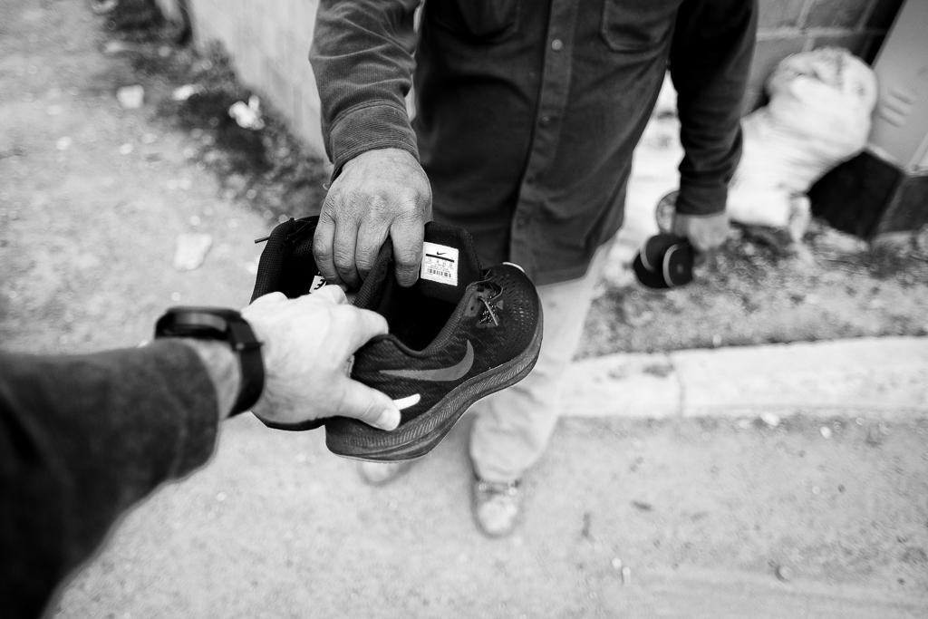 Lipjan, Kosovo    Ismets nya skor    visa berättelse >>