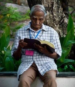 98-year old Pastor Tiddy Senapatiratne of Sri Lanka
