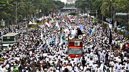 March of Islamists in Jakarta against Governor Ahok, a Christian