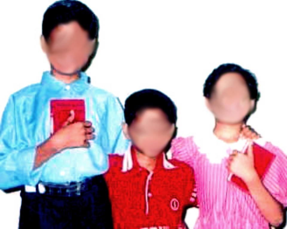 Sofi with her brothers a few years before the attack