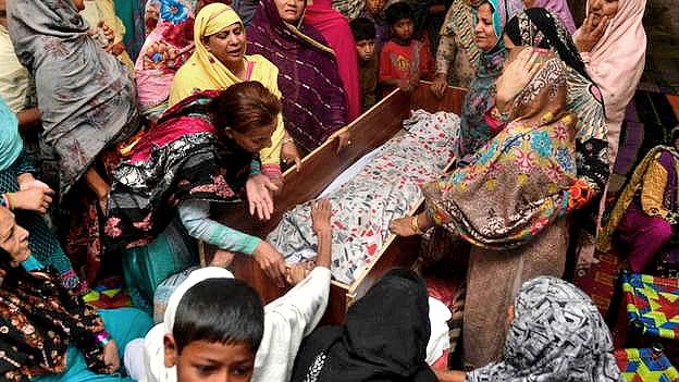 Lahore, Pakistan: Dozens of children among the dead in attack on Christians Easter Sunday 2016