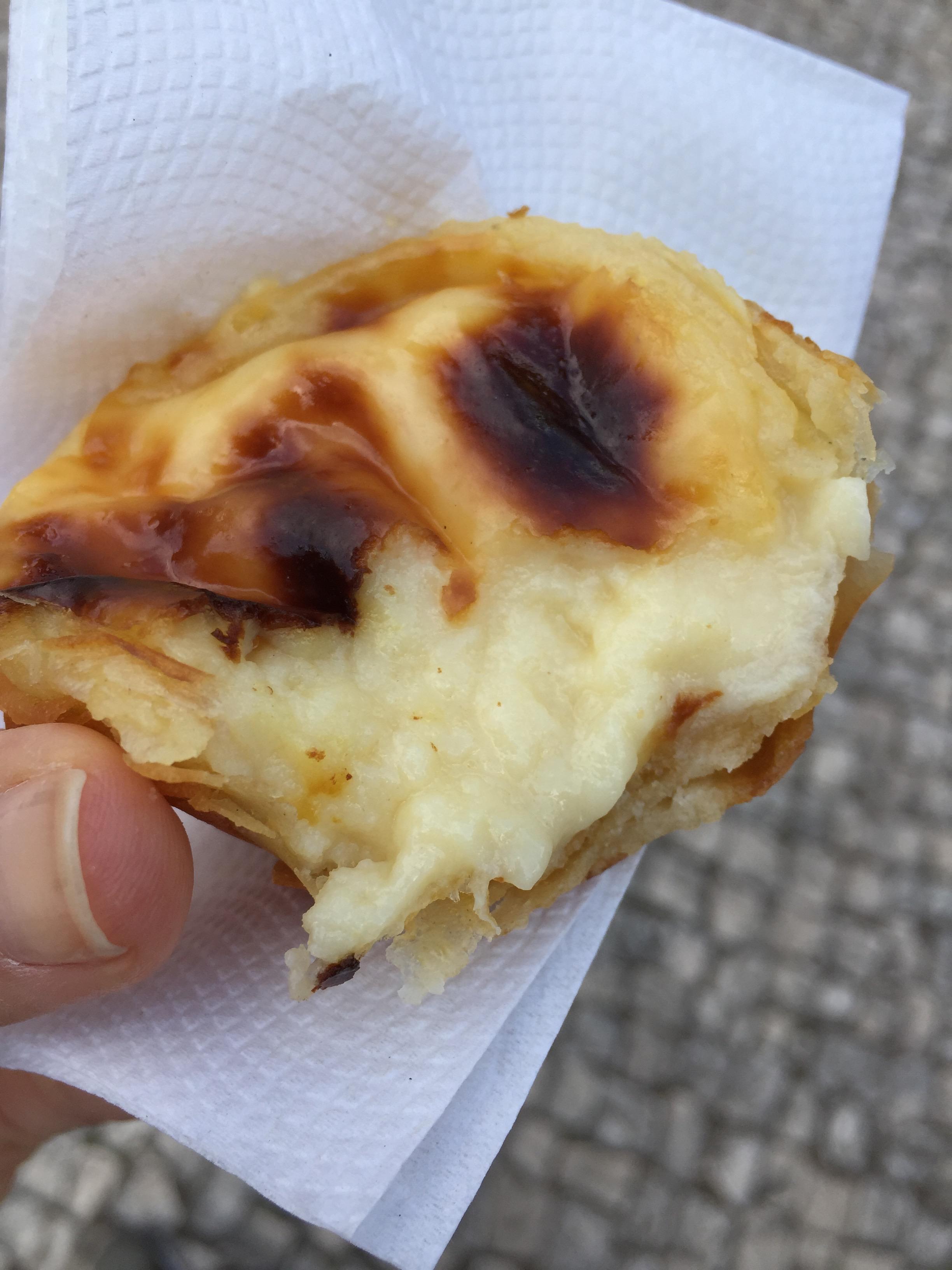 E teve Pastel de Belém, porque afinal estamos em Lisboa!!!! E a fábrica dos pastéis mais gostosos e tradicionais fica logo ao lado do Mosteiro.