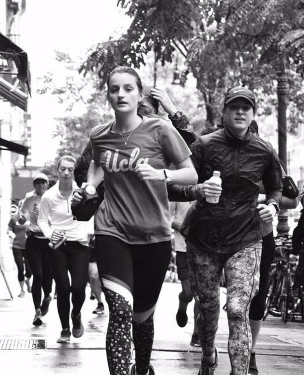 Who are you training with this year? Tag your training partner for this year's 2019 @nycmarathon and take advantage of the early bird pricing! Sign up together at www.citycoach.org/trainingprograms/nycmarathon2019 👯‍♀️⁣ ⁣ #nycmarathontraining #tcsnycmarathontraining #marathontraining #fallmarathontraining #trainingpartner #trainingbuddies #poweredbycitycoach