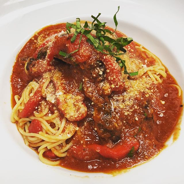 Spaghetti 🍝 with Italian sausage and roasted bell peppers 🌶  #vcgourmet #instagood #inlandempire #easthighland #redlands #highlandca #iefoodie #inlandempireexplorer #forkreport #chefmode #ForTheChefs #chefsofinstagram #chefsoninstagram #LAchefs #lafoodies #cheflife #eaterla #latimesfood #zagat #EatMunchies #spoonfeed #foodbeast #thisisinsider #insiderfood #eatfamous #buzzfeast #visitcalifornia #mychefstable