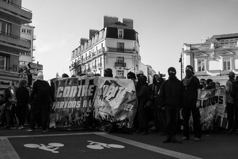 """""""Against Jupiter [Macron] let's go storm the sky."""""""