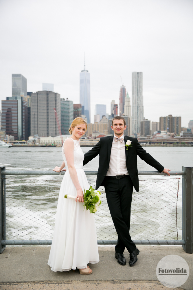 wedding photo with Manhattan skyline background