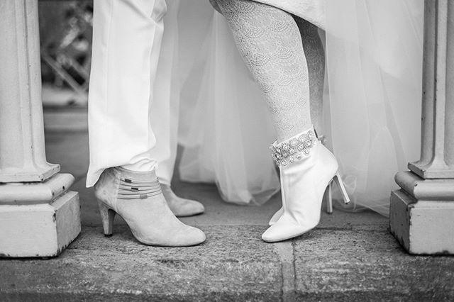 Happy Pride Month 💜❤️💚🧡💙💛⠀ #loveislove #nycpride #pridemonth #pride #samesexmarriage #centralparkwedding #nywedding @handhweddings #gayweddingsmagazine #ladiespavilion