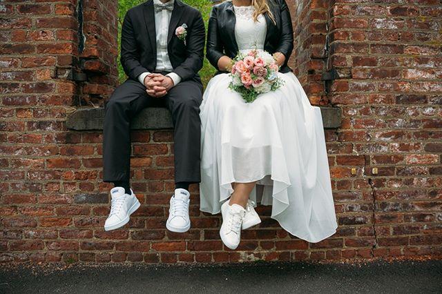 Just chillin with my bestie #justmarried #brooklyn #newyorkweddingphotos #nywedding #centralparkweddingphotography #weddingphotoinspo #fotovolidaweddingphotography #love #instalove